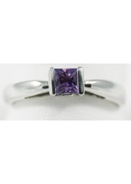Solitaire Or blanc 18 carats 750/1000 ,rhodié,serti d'un saphir violet naturel