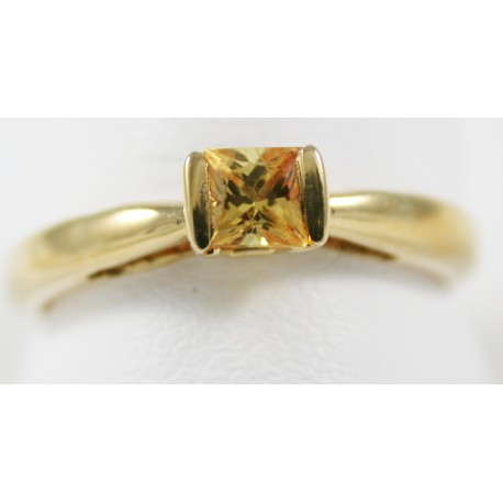 Solitaire Or jaune 18 carats 750/1000 ,serti d'un saphir jaune