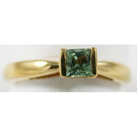Solitaire Or jaune 18 carats,750/1000, serti d'un saphir vert naturel